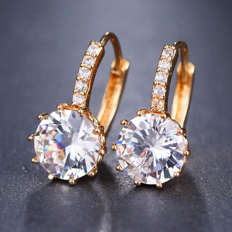 Kristalni uhani v zlati barvi