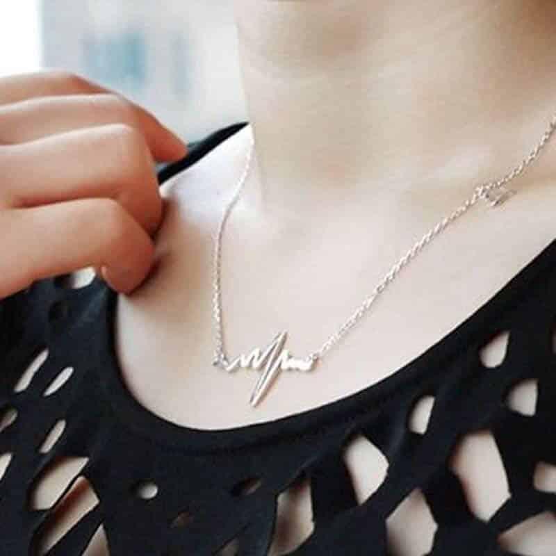 srebrna verižica življenja s srcem