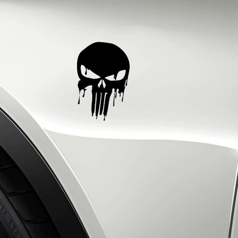 nalepka na avtomobilu v obliki lobanje