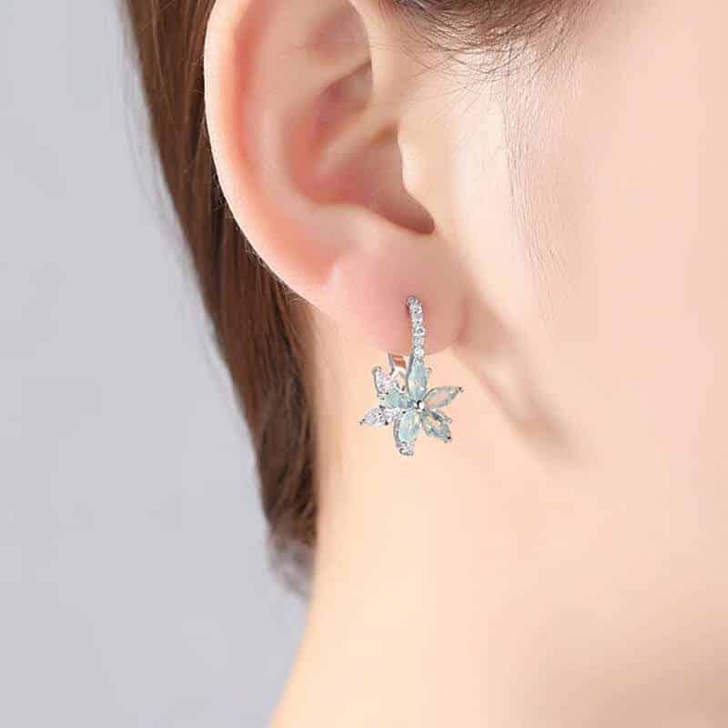 Uhani s kristalčki v prelepi obliki rože 3