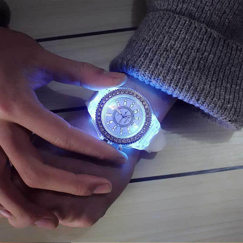 ženska ura ročna z diamanti