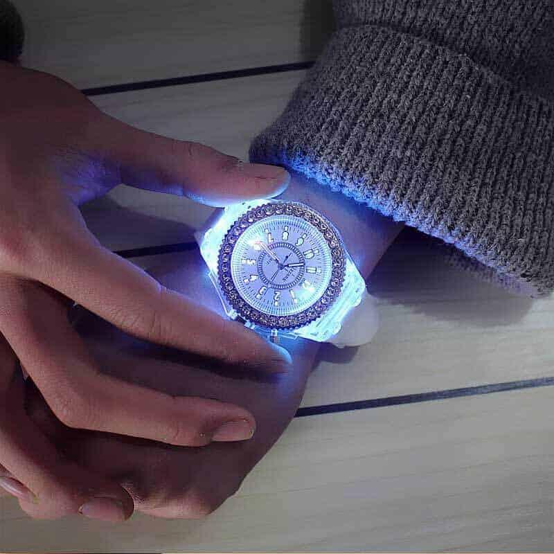 Ročna ženska ura z diamanti in s svetlobnimi lučmi 3