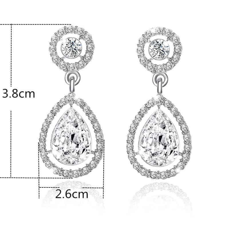 ženski uhani srebrne barve z diamanti