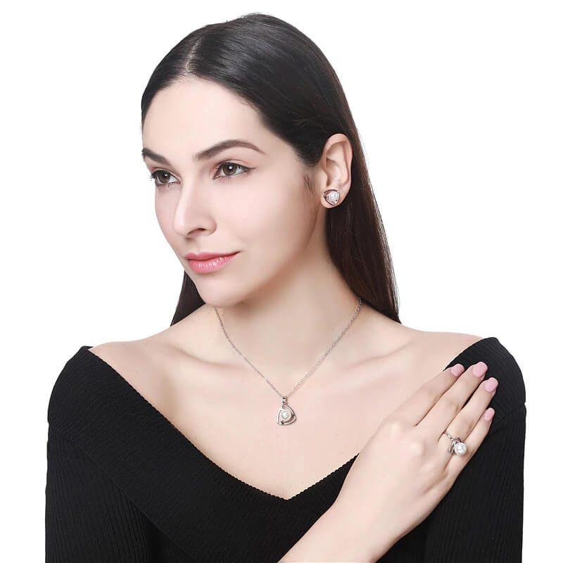 biserna ženskaverižica in uhani srebrni