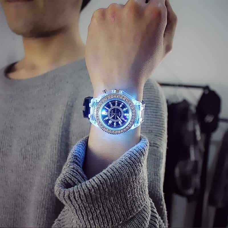 Ročna ženska ura z diamanti in s svetlobnimi lučmi 8