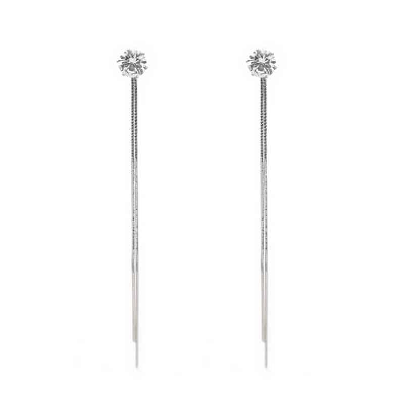 dolgi viseči uhani srebrne barve z velikim diamantom