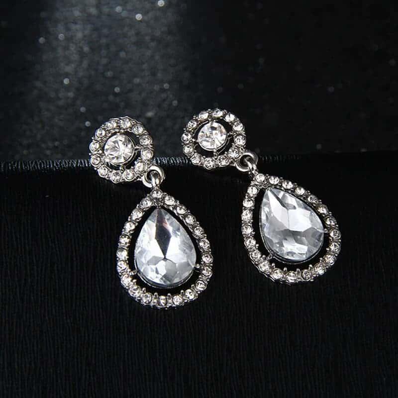 modni ženski uhani srebrne barve