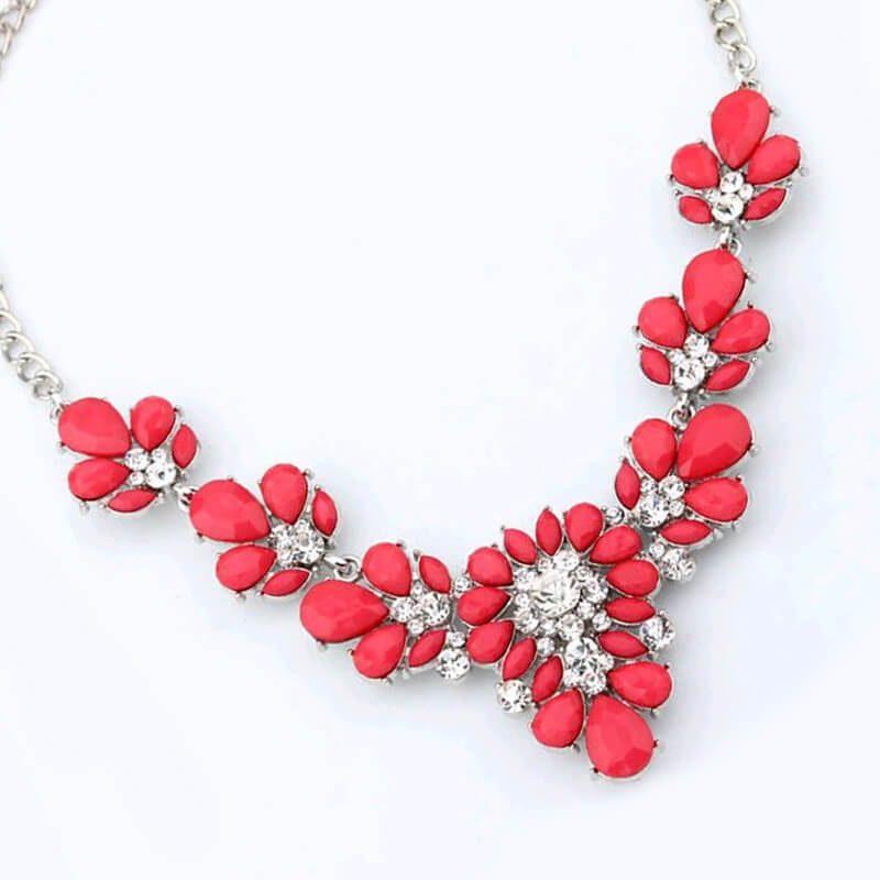 rdeča ogrlica za ženske