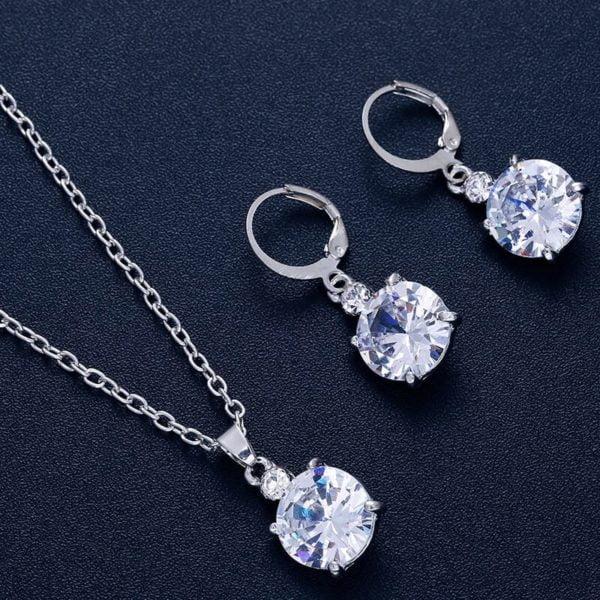 srebrni ženski uhani s kristalom in verižico z diamantom