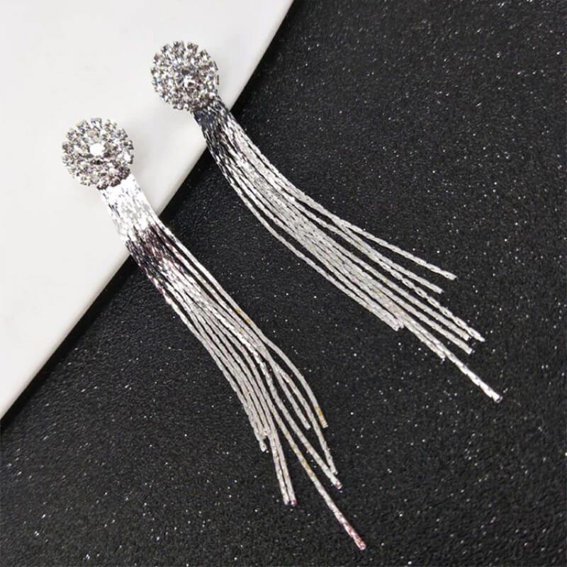 srebrni uhani za ženske podalšani z diamanti