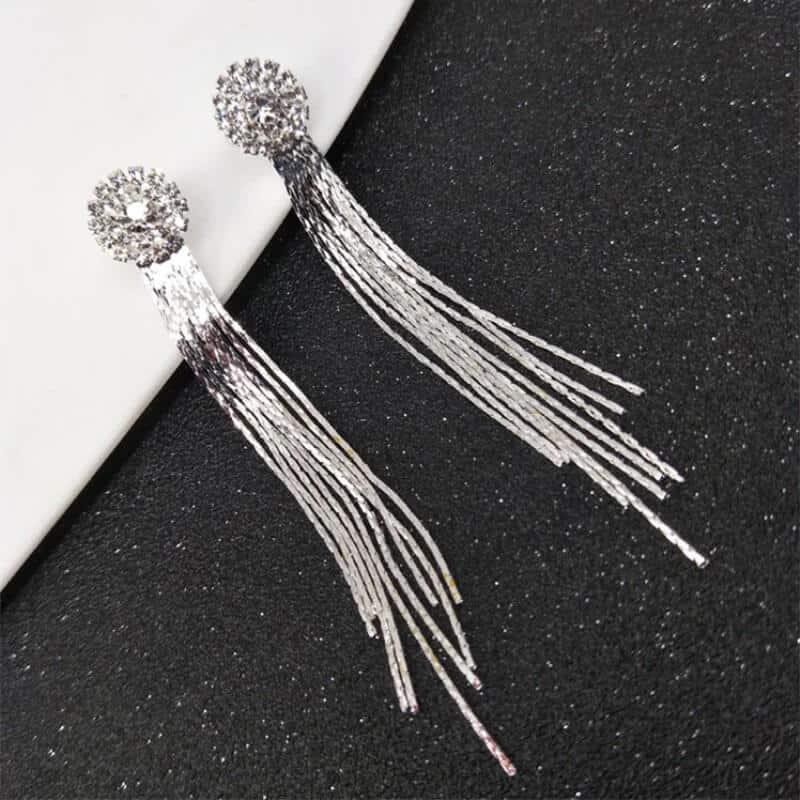 Viseči uhani srebrne barve z diamanti 3