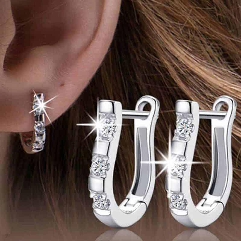 Uhani srebrne barve z dijamantki 1