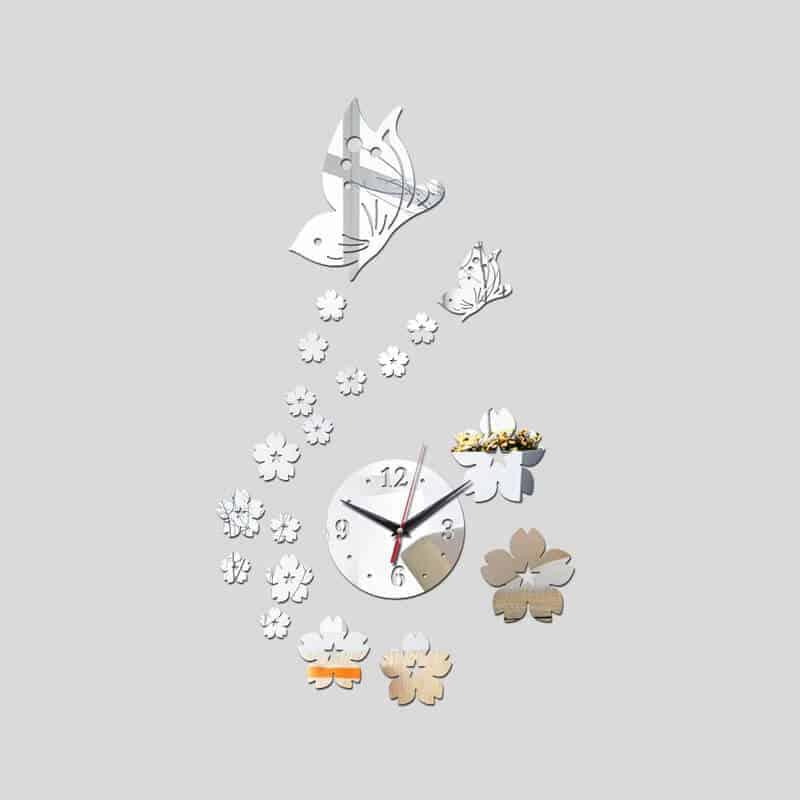 Stenska ura z rožicami in metuljčki 2