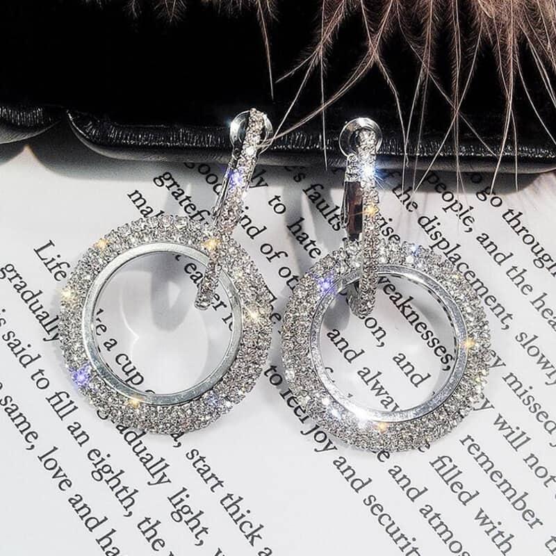 uhani z diamanti moderni