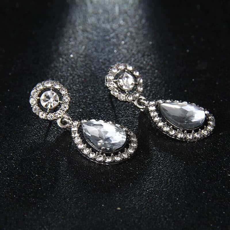 uhani z diamanti