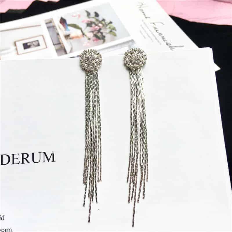 Viseči uhani srebrne barve z diamanti 2