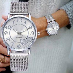 ženska ročna ura v srebrni barvi luksuzna