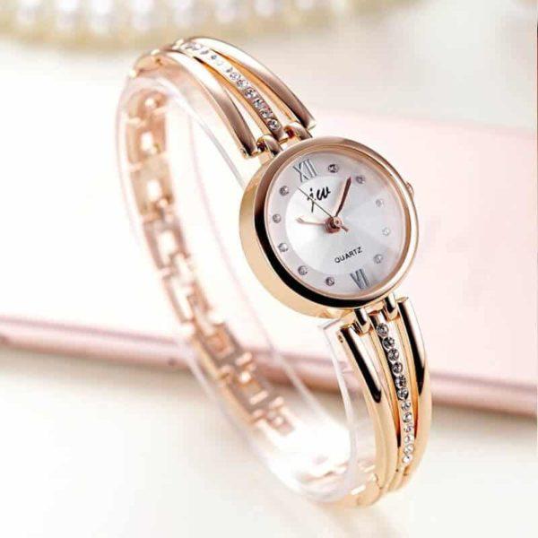 elegantna ženska ročna ura z diamanti zlate barve