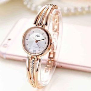 ročna ženska ura z diamanti