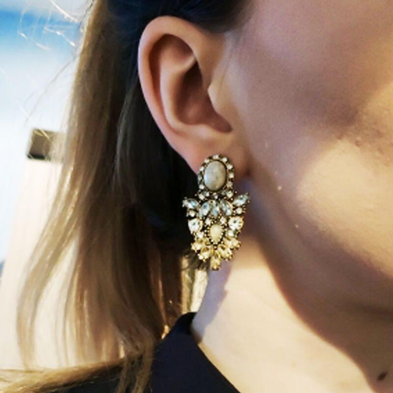 kristalni uhani različne barve elegantni za nošenje