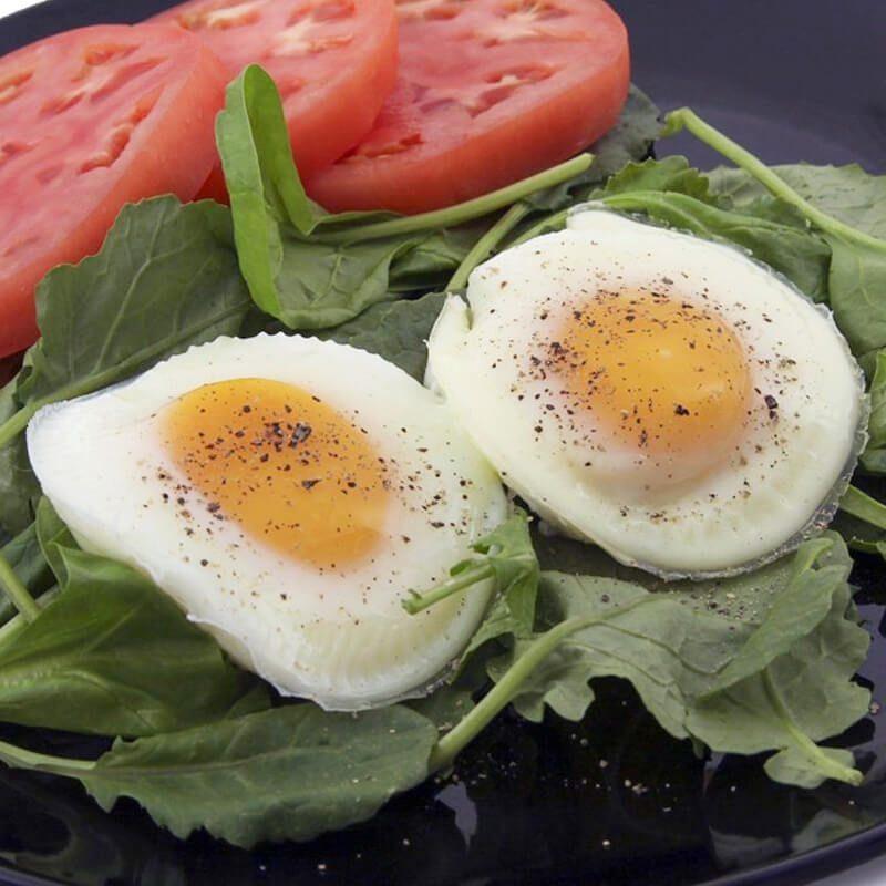 kuhana jajca z modelčkom za kuhanje jajc
