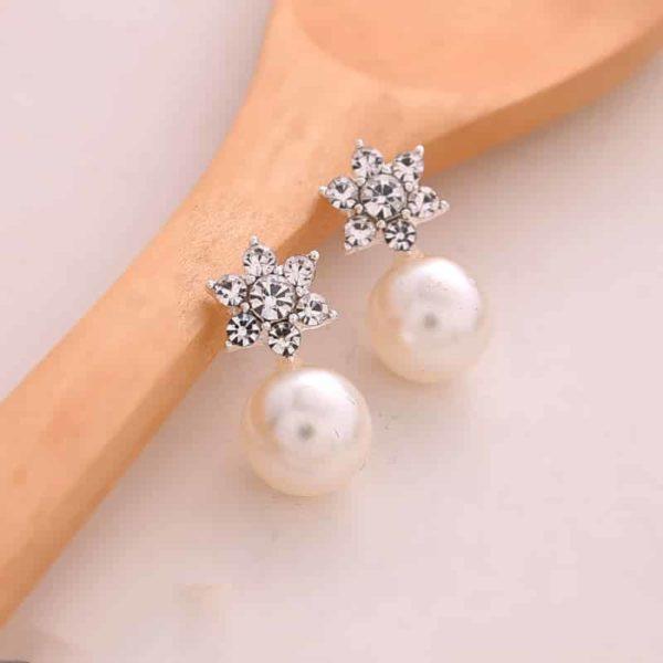 modni srebrni uhani z biserom in srebrno zvezdo