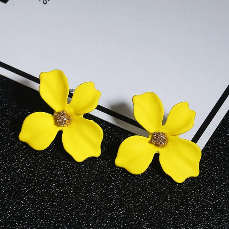 rumeni uhani v obliki rože za ženske