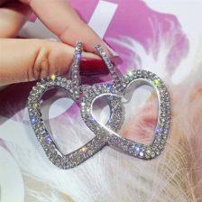 srebrni uhani s kristali v obliki srca