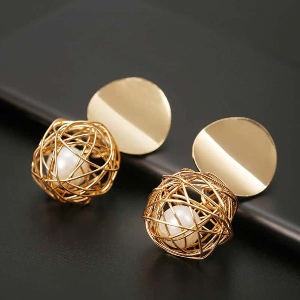 zlati viseči uhani z biserom