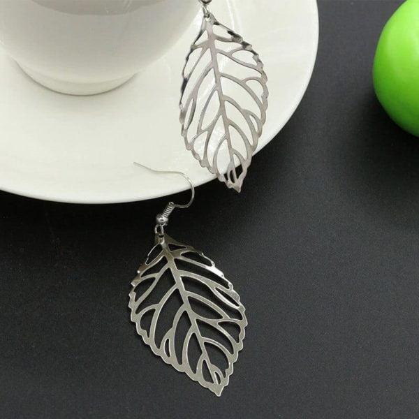 uhani srebrni viseči v vzorcu listja