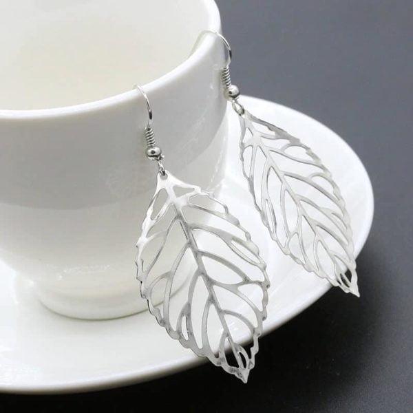 viseči srebrni uhani v obliki listja