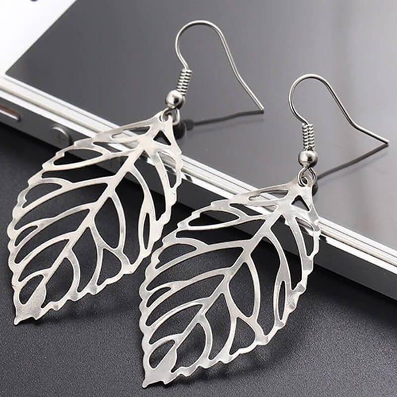 viseči uhani srebrna barva elegantni in modni