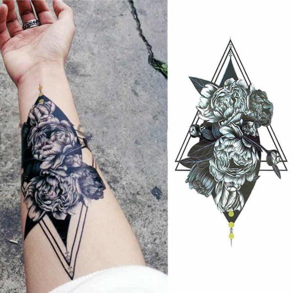 začasni tattoo vrtnice v trikotniku