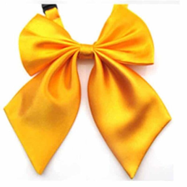 ženski metuljček rumena barva