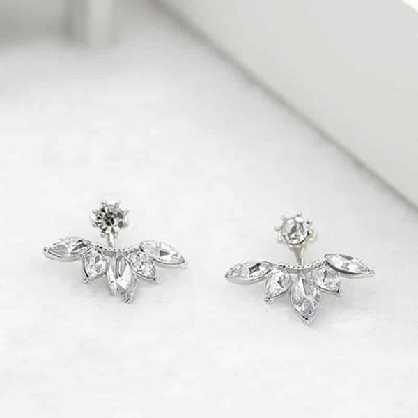 kristalni uhani srebrne barve z diamantom