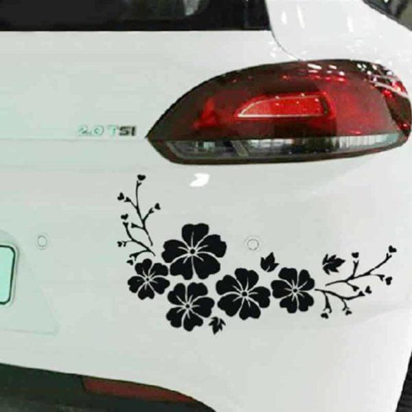 nalepka na zadnjem delu avtomobila v obliki rož