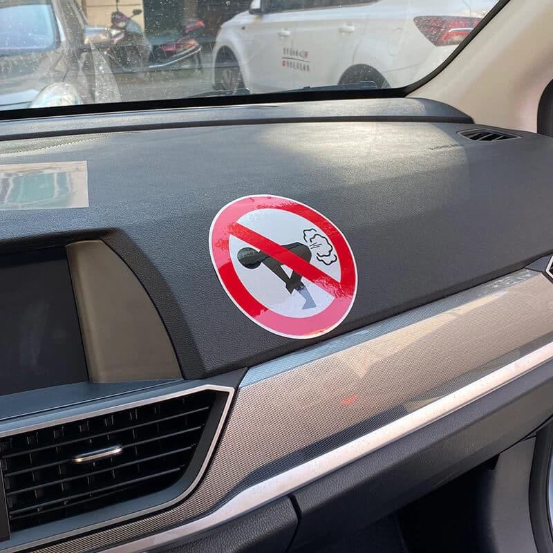 nalepka za avto prepovedano prdenje