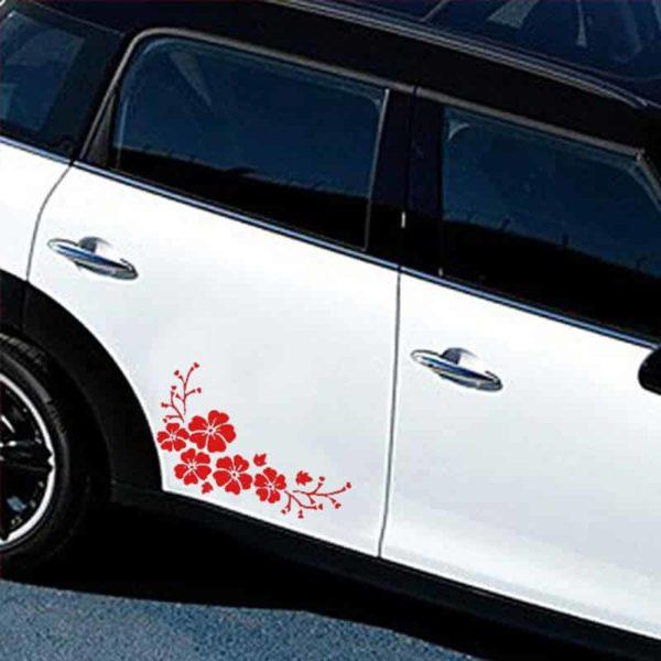 rdeča nalepka za avto v obliki cvetja