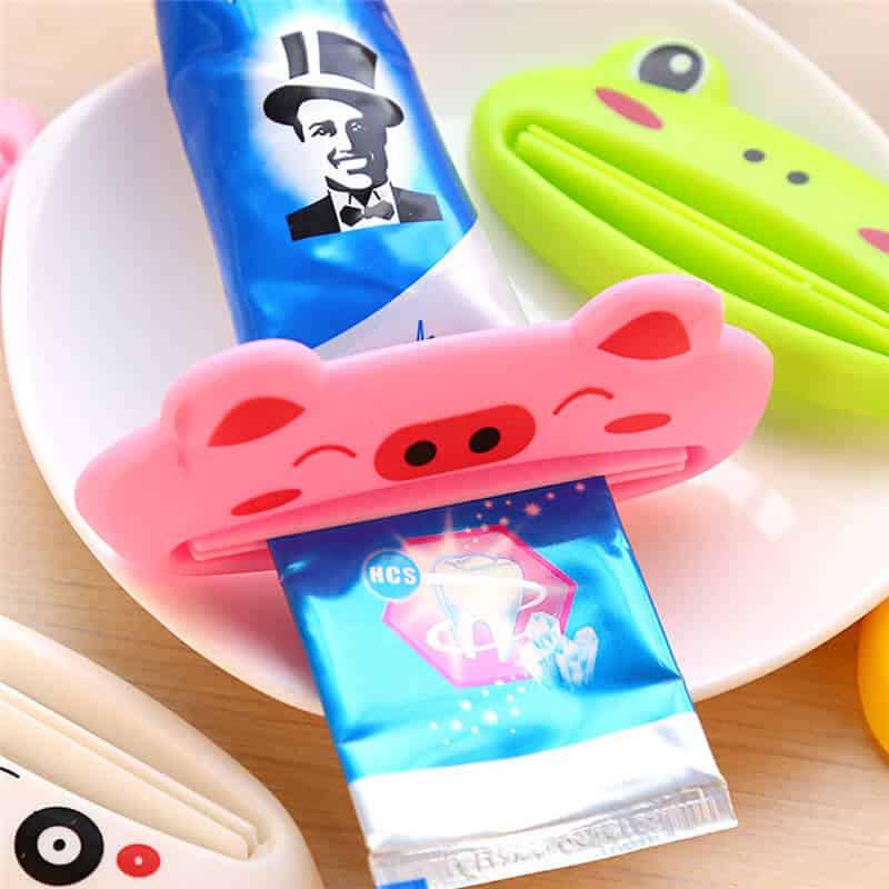 stiskalci za zobne paste različne barve