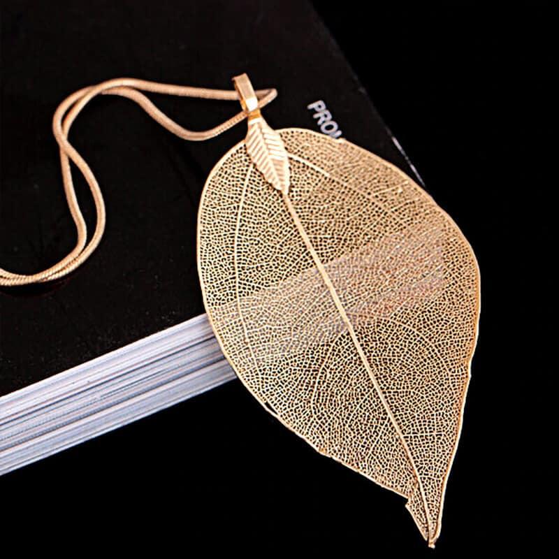 verižica elegantna v vzorcu listja v barvi sveže roza