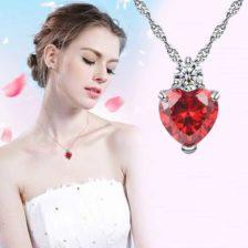 verižica srebrne barve z diamantom in kristalom srce rdeče barve