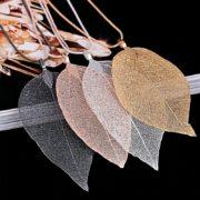 verižica z vzorcem listja kot m odni dodatek
