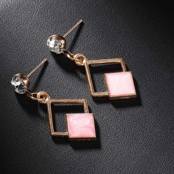 Uhani karo oblika roza barva