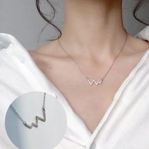 Verižica z obeskom srčnega utripa z dijamantki