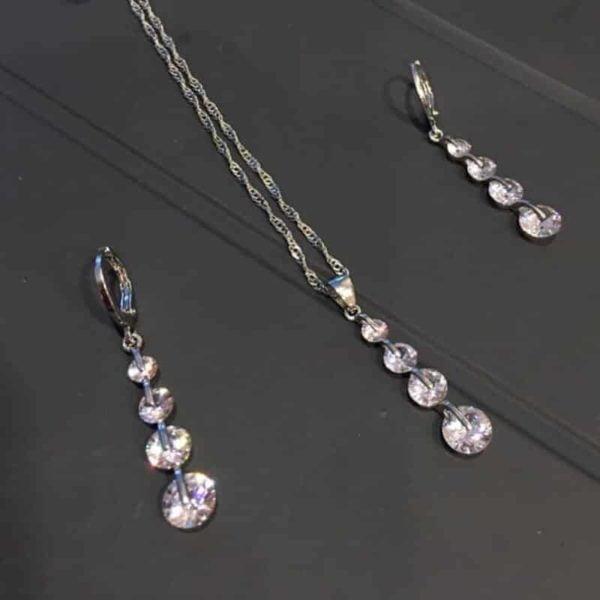 verižica in uhani z 4 dijamanta