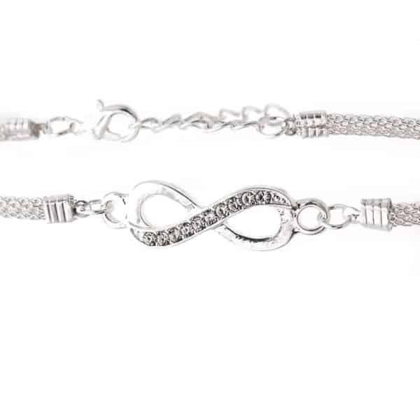 zapestnica infinity srebrne barve z diamanti