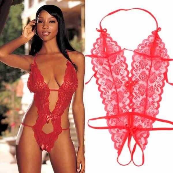 ženska v erotičnem rdečem perilu