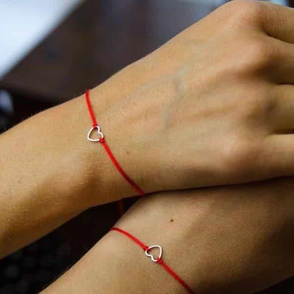 Zapestnica prijateljstva s simbolom srca rdeča barva