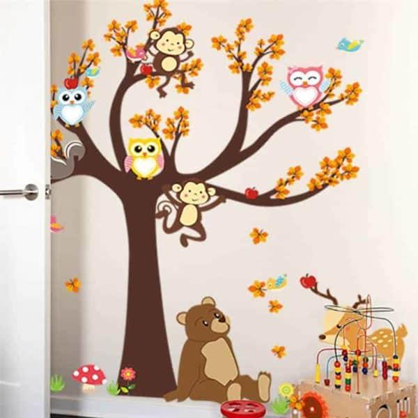 Stenska nalepka drevo z veselimi živali