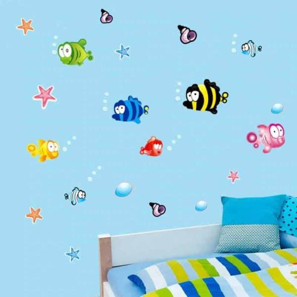 Stenska nalepka z motivom veselih ribic za barvitost sten